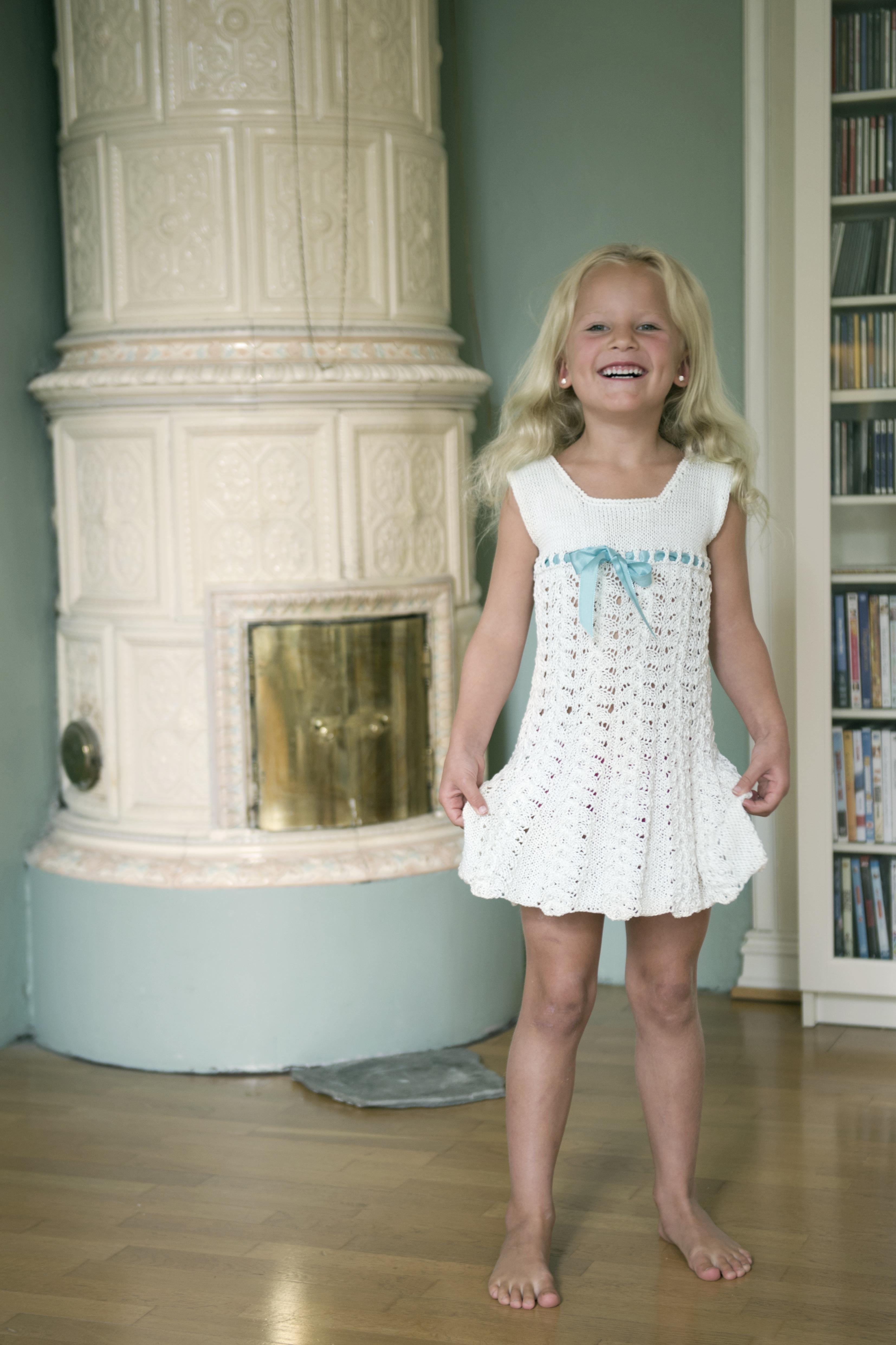 Kjole med blondefletter